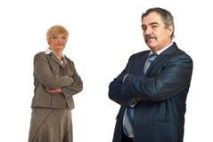 Homem de negócio envelhecido médio e seu colega imagens de stock royalty free