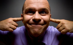 Homem de negócio feio que mantem suas orelhas fechadas imagens de stock royalty free