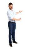 Homem de negócio feliz que apresenta e que mostra com espaço da cópia imagem de stock