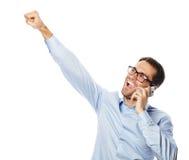 Homem de negócio gesticulando bem sucedido com móbil Foto de Stock Royalty Free