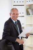 Homem de negócio idoso no escritório Fotografia de Stock Royalty Free