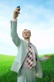 Homem de negócio no campo com telemóvel Imagens de Stock Royalty Free