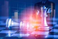 Homem de negócio no mercado de valores de ação digital financeiro e no backgro da xadrez Fotos de Stock Royalty Free