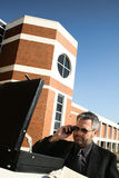 Homem de negócio no telefone fora Foto de Stock Royalty Free