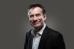 Homem de negócio no terno com Contras elevados sorrir forçadamente de queijo Fotos de Stock