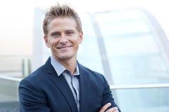 Homem de negócio novo feliz Imagens de Stock Royalty Free