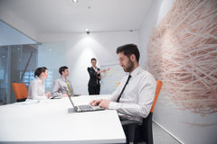 Homem de negócio novo na reunião Fotografia de Stock Royalty Free