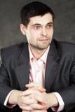 Homem de negócio novo no terno cinzento Fotografia de Stock Royalty Free