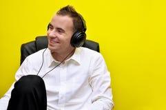 Homem de negócio novo que relaxa 03 Fotografia de Stock Royalty Free