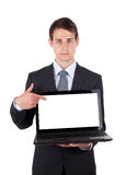 Homem de negócio que aponta em um computador portátil imagens de stock