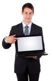 Homem de negócio que aponta em um computador portátil Fotos de Stock Royalty Free