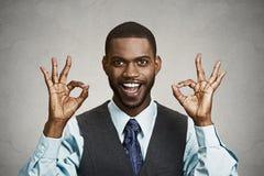 Homem de negócio que dá o sinal aprovado Fotos de Stock Royalty Free