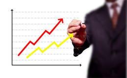 Homem de negócio que desenha sobre a realização do alvo Imagem de Stock Royalty Free