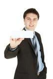 Homem de negócio que entrega um cartão imagens de stock