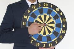 Homem de negócio que guarda o conceito do sucesso do dardo Imagem de Stock Royalty Free