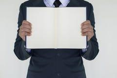 Homem de negócio que guarda o livro Foto de Stock