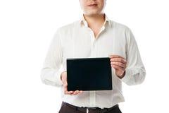 Homem de negócio que guarda o PC da tabuleta com tela preta Fotografia de Stock