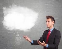 Homem de negócio que guarda uma nuvem em suas mãos foto de stock royalty free