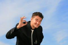 Homem de negócio que mostra o sinal aprovado Fotos de Stock Royalty Free