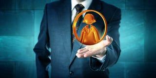 Homem de negócio que oferece um ícone fêmea do trabalhador de escritório Fotografia de Stock Royalty Free