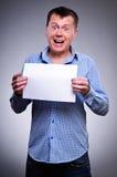 Homem de negócio que prende um espaço em branco Fotografia de Stock Royalty Free