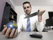 Homem de negócio que prende um globo Imagens de Stock Royalty Free