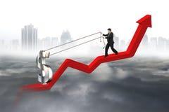 Homem de negócio que puxa a linha de tendência vermelha ascendente do sinal de dólar 3D Imagem de Stock Royalty Free