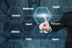 Homem de negócio que toca no ícone da logística imagem de stock