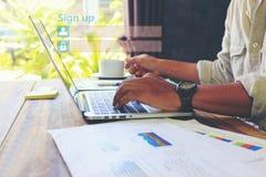 Homem de negócio que usa o laptop e o sinal acima ou para entrar a senha do username no escritório domiciliário, GDPR Segurança d imagem de stock royalty free