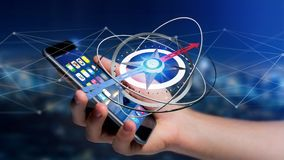 Homem de negócio que usa um compasso da navegação em um smartphone - 3d ren Fotografia de Stock Royalty Free