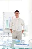 Homem de negócio sênior que termina a apresentação Fotografia de Stock