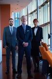 Homem de negócio superior com sua equipe no escritório Imagens de Stock Royalty Free