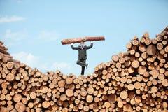 Homem de negócio trabalhador equilibrado Foto de Stock