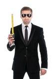 Homem de negócios à moda nos óculos de sol com fita métrica Fotografia de Stock Royalty Free