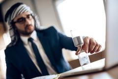 Homem de negócios árabe foto de stock