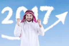 Homem de negócios árabe que comemora seu sucesso Fotos de Stock