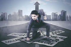 Homem de negócios árabe que derrota seus problemas imagens de stock royalty free