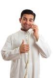 Homem de negócios étnico feliz no telefone imagens de stock royalty free