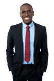 Homem de negócios africano moderno de sorriso foto de stock