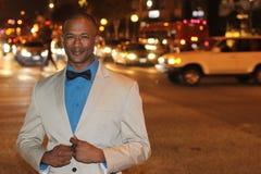 Homem de negócios africano moderno na imagem do estoque da cidade fotografia de stock royalty free