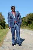 Homem de negócios afro-americano na estrada Fotos de Stock Royalty Free