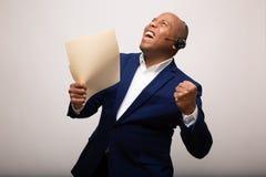 Homem de negócios afro-americano triunfante Holds Up File fotos de stock