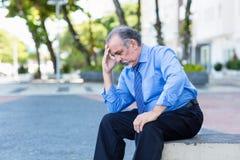 Homem de negócios aposentado só depressivo fotografia de stock royalty free