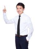 Homem de negócios asiático com ponto do dedo acima Fotografia de Stock