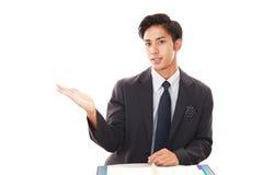 Homem de negócios asiático de sorriso Fotos de Stock Royalty Free