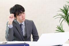 Homem de negócios asiático inquieto foto de stock royalty free