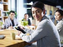 Homem de negócios asiático novo Imagem de Stock