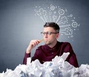 Homem de negócios atrás do papel amarrotado Fotografia de Stock Royalty Free