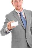 Homem de negócios atrativo em seu 20s no cinza Foto de Stock