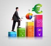 Homem de negócios atrativo que mostra o sucesso Imagens de Stock Royalty Free